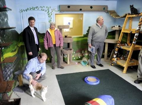 Humane Society Awarded $25,000 Endowment Set Up By Community Foundation of Henderson